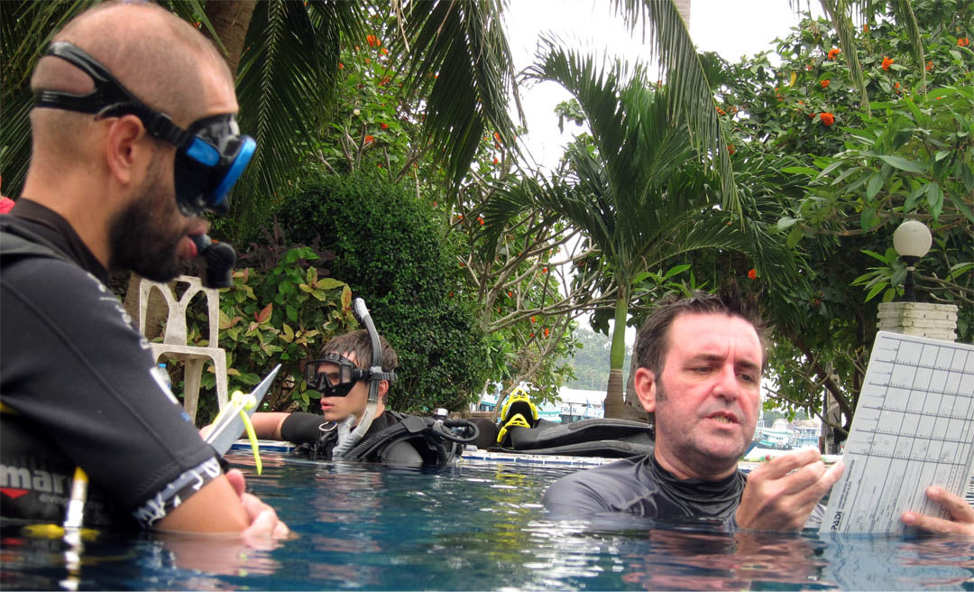 idckohtao.com-padi-ie-crystal-dive-koh-tao-idc-confined-water-padi-course-director