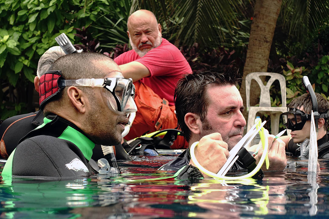 idckohtao.com-matt-bolton-padi-staff-instructor-course-kohtao-idc-pool-presentations