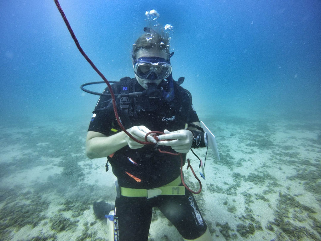 idckohtao.com-padi-adventures-in-diving-search-and-recovery-instructor-specialty-course-securing-an-object
