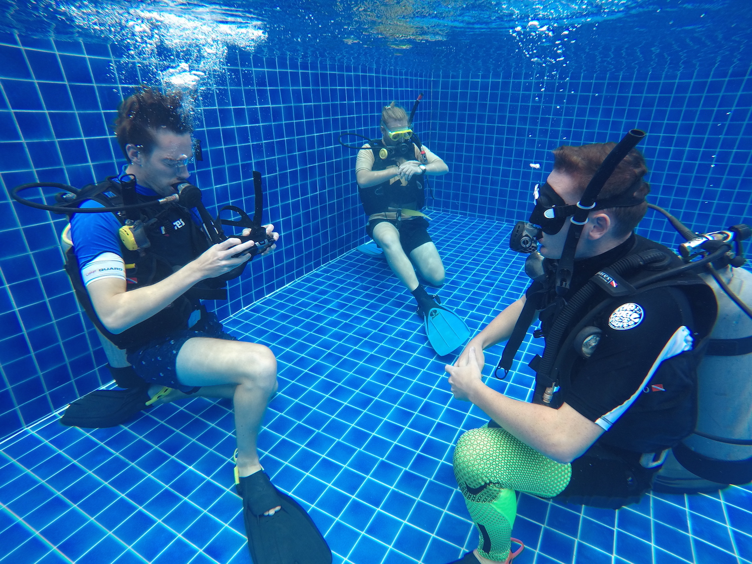 crystaldive.com-thailand-divemaster-course-skills-removal-mask