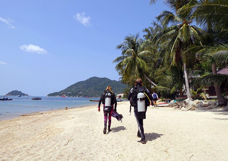 crystaldive.com thailand -koh-tao-divemaster-koh-tao-beach