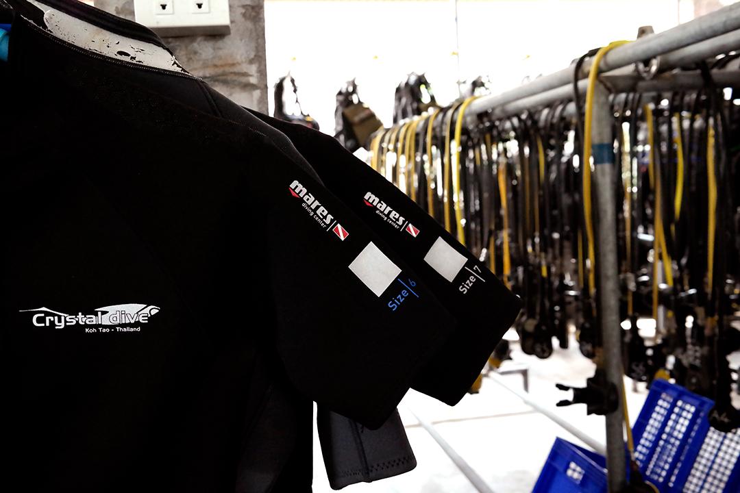 crystaldive.com thailand -kohtao-divemaster -mares wetsuits
