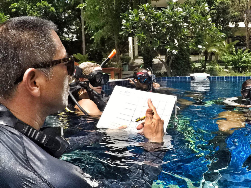 idc-koh-tao-crystal-dive-confined-water-presentations