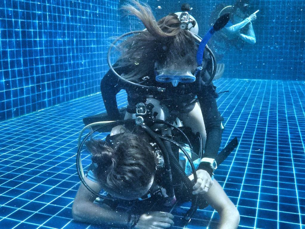 idckohtao.com-padi-master-instructor-rescue-skills-pool-with-matt-bolton-on-kohtao