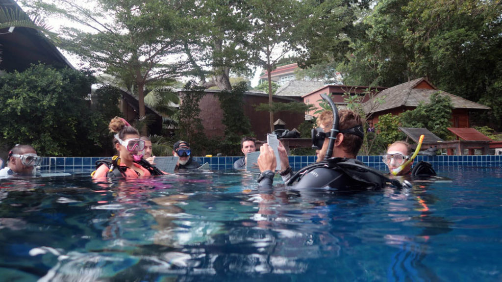 idckohtao.com-padi-assistant-instructor-course-kohtao-teaching-an-idc
