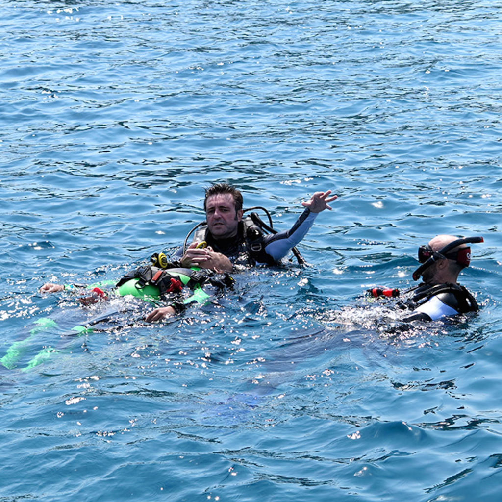 idckohtao.com-open-water-skills-rescue-course-director-matt-bolton