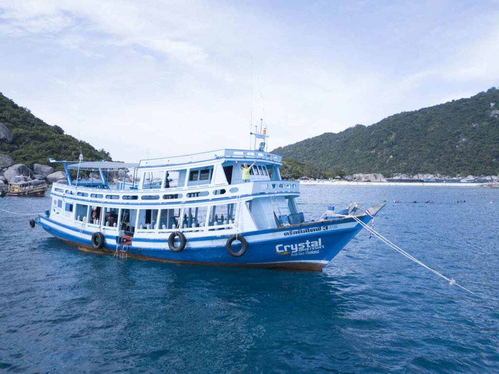 idc-koh-tao-padi-diving-courses-crystal-dive-boat