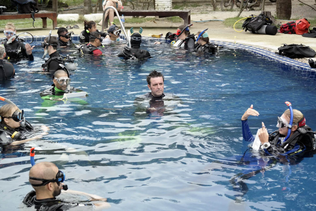 idckohtao.com-pool-training-scoring-padi-course-director-matt-bolton