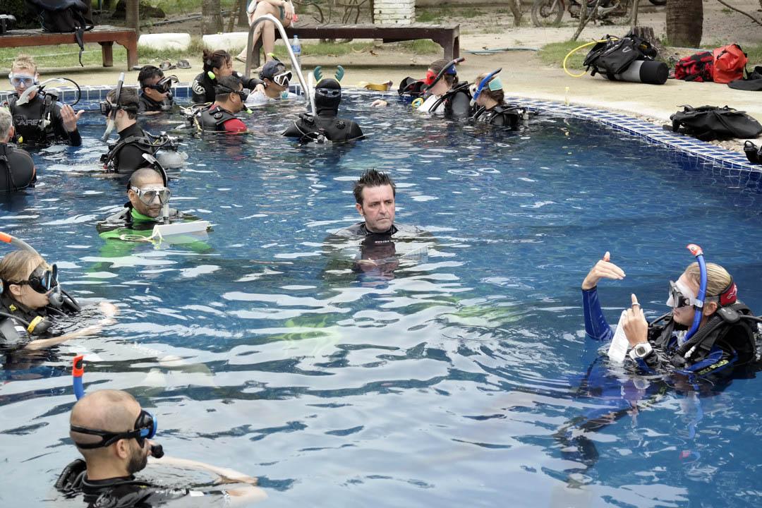 idckohtao.com-pool-training-scoring-padi-course-director-matt-bolton