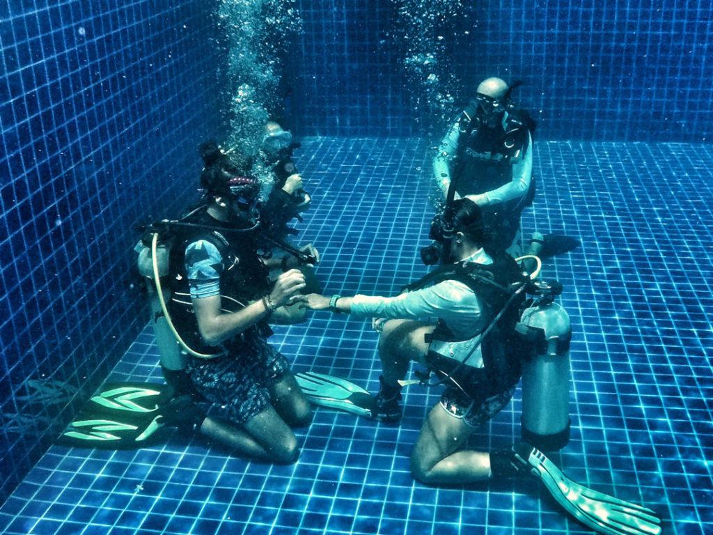 idckohtao.com-padi-master-instructor-confined-water-with-matt-bolton-on-kohtao