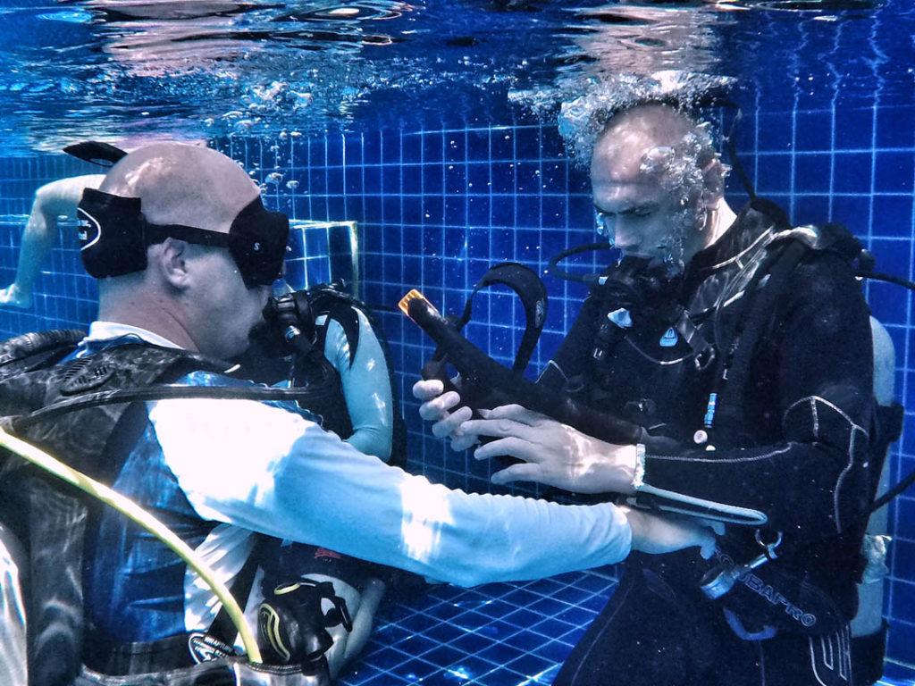 idckohtao.com-padi-master-instructor-idc-pool-with-matt-bolton-on-kohtao