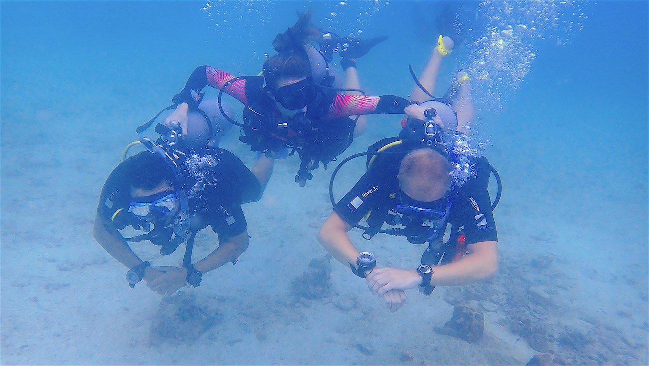 idc-koh-tao-padi-divemaster-course-at-crystal-dive-koh-tao-beach