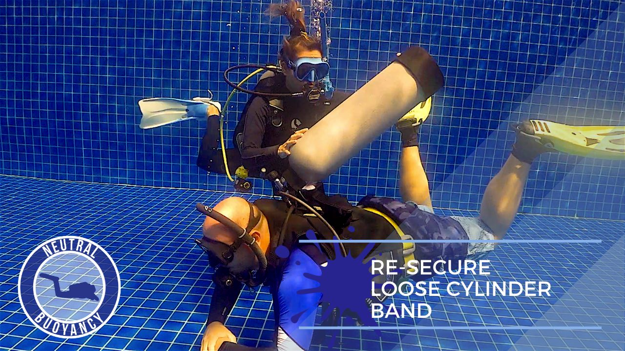 idckohtao.com divemaster skills in neutrally buoyant Re-secure a loose cylinder band