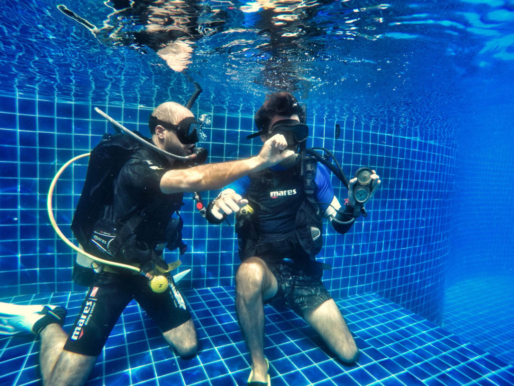 idckohtao.com-padi-divemaster-out-of-air-skills-on-kohtao