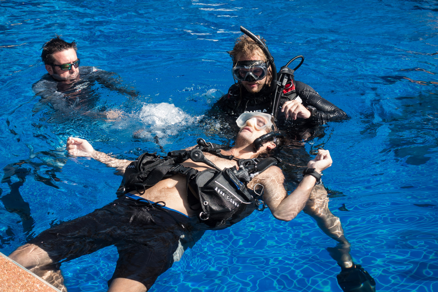 idc-koh-tao-padi-divemaster-course-at-crystal-dive-koh-tao-beach