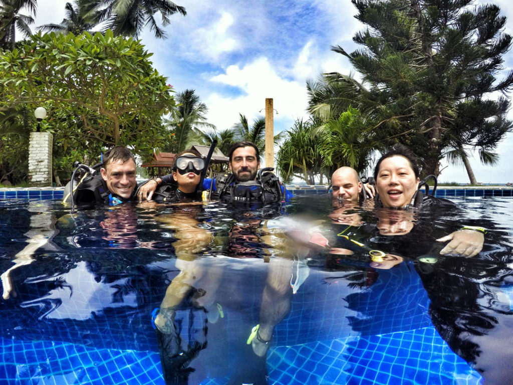 idckohtao.com-padi-divemaster-crystal-dive-pool-on-kohtao