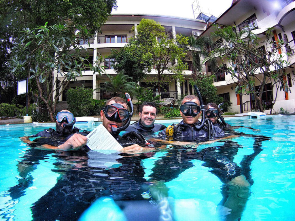 idckohtao.com-padi-instructor-development-course-and-instructor-internships-on-kohtao-pool-teaching