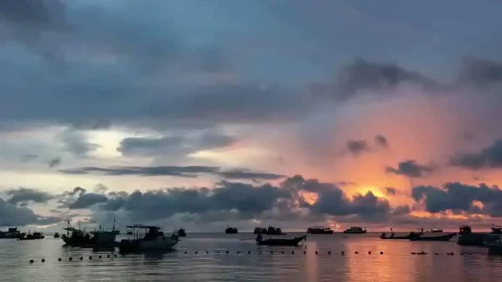 idckohtao.com-padi-instructor-development-course-and-scuba-diving-internship-lifestyle-package-on-kohtao-sunset