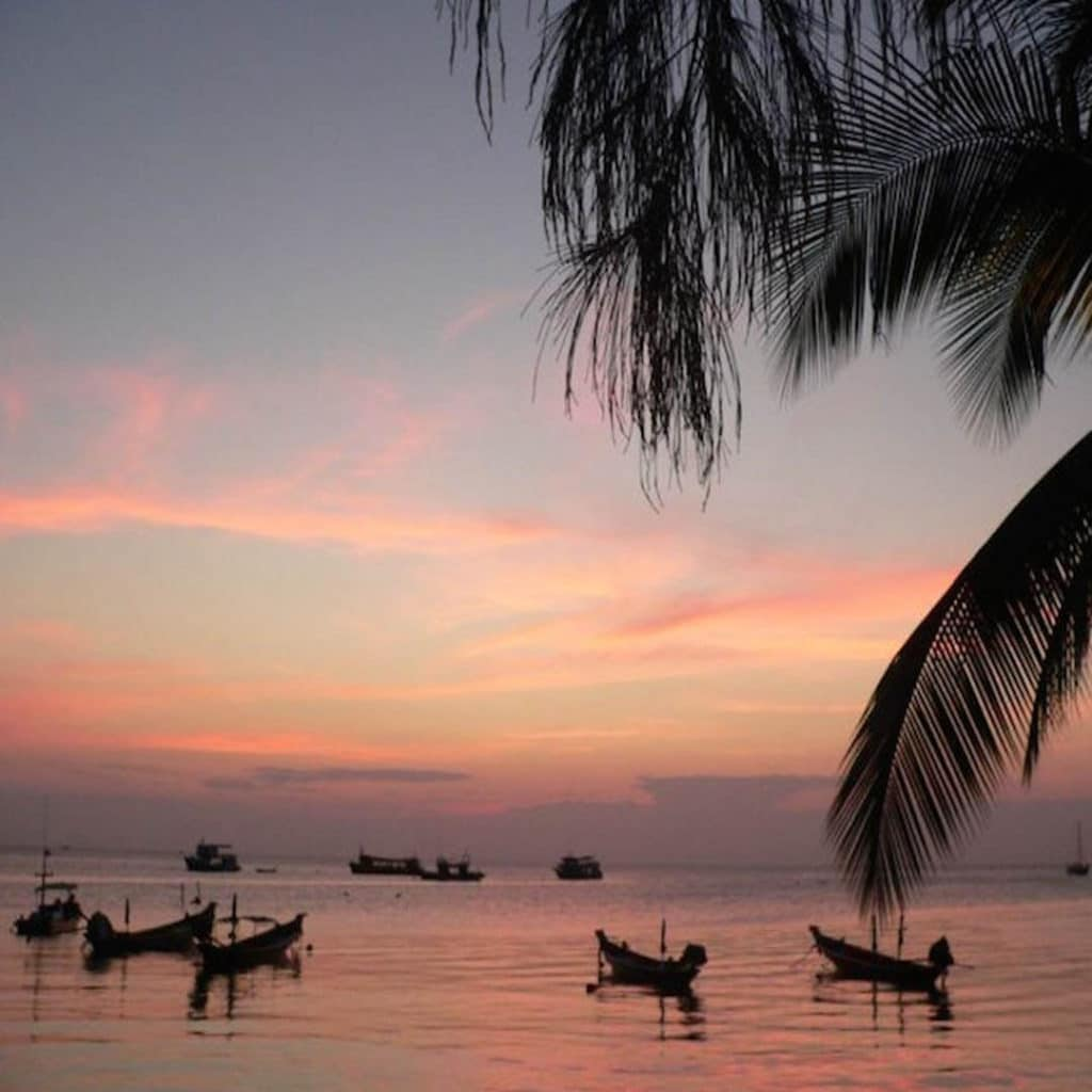 idckohtao.com-padi-instructor-development-course-and-scuba-diving-internship-lifestyle-packages-on-kohtao-beach-mae-haad-sunset
