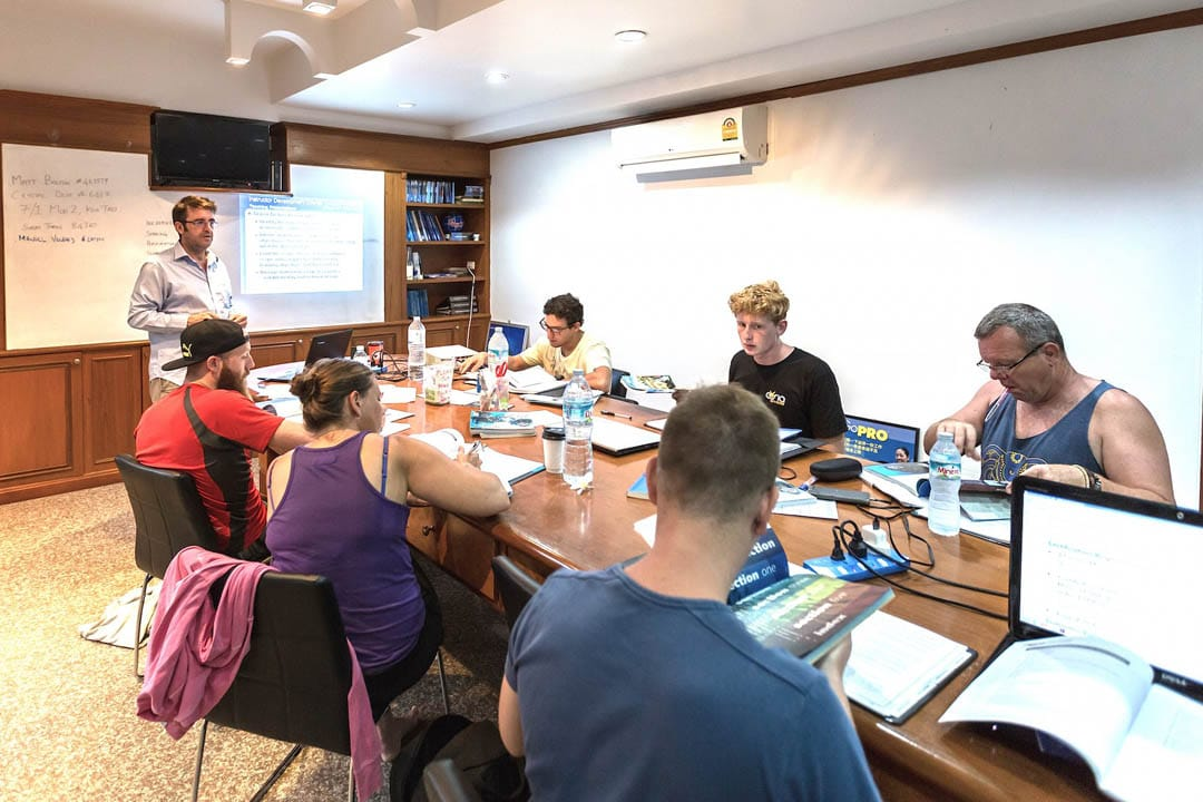 idckohtao.com-padi-instructor-development-course-and-scuba-diving-internship-lifestyle-packages-on-kohtao-classroom