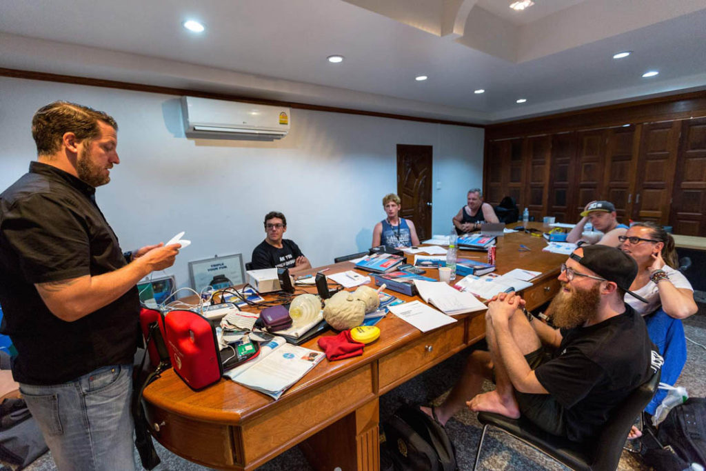 idckohtao.com-padi-instructor-development-course-and-scuba-diving-internship-on-kohtao-instructor-efr-course