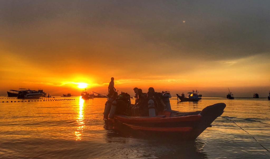 idckohtao.com-padi-instructor-development-course-and-scuba-diving-internship-on-kohtao-sunsets