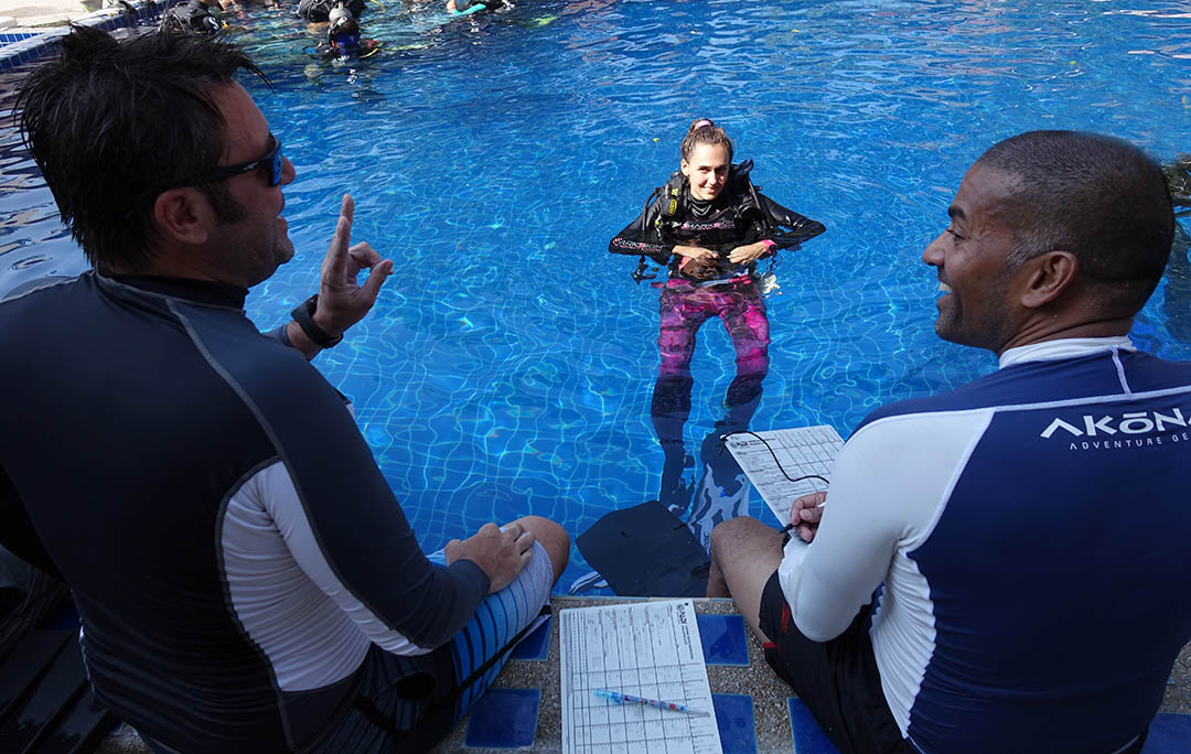 idckohtao.com-padi-instructor-internships-kohtao-pool-skills-confined