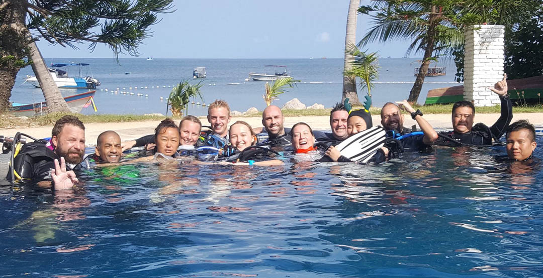 idckohtao.com-padi-instructor-internships-on-kohtao-crystal-pool
