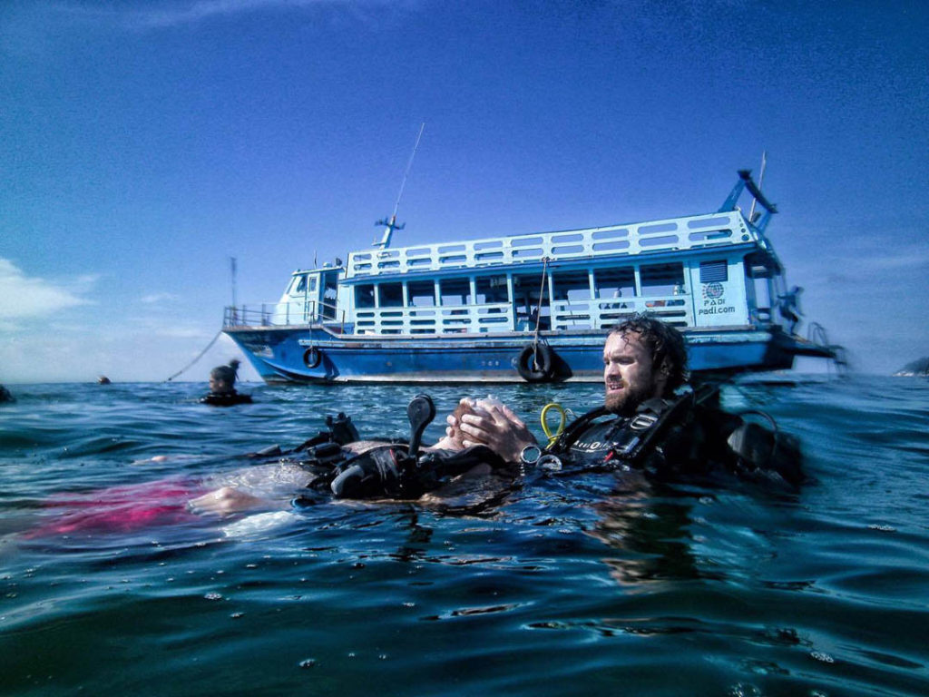 idckohtao.com-padi-instructor-internships-rescue-exercise-kohtao