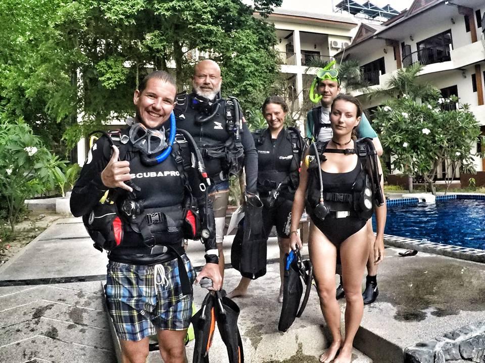 idckohtao.com thailand -padi-divemaster-course-at-crystal-dive-koh-tao