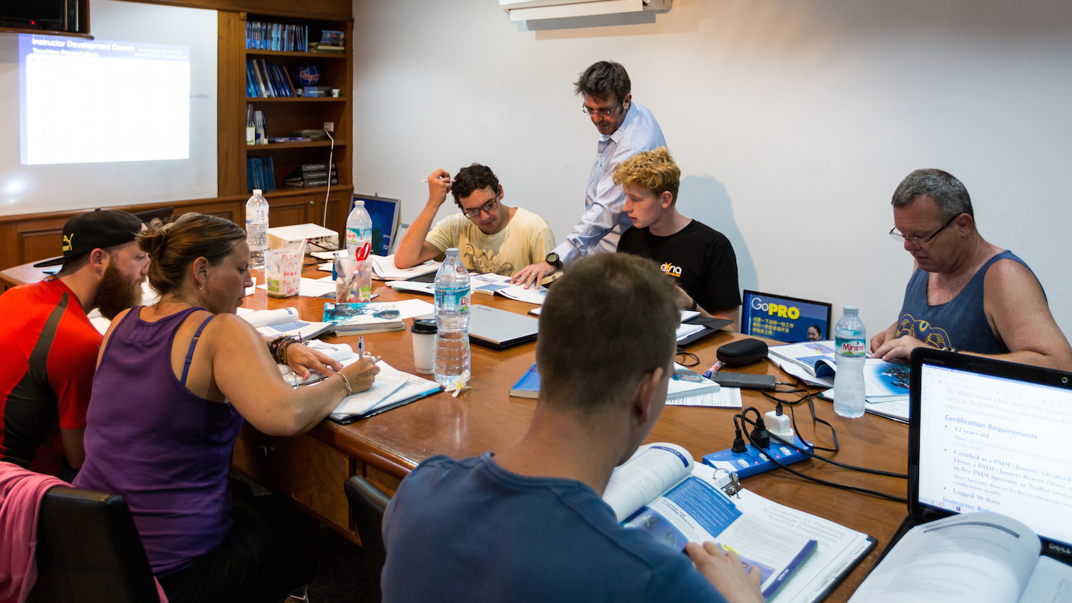 idckohtao.com-padi-cdtc-prep-teaching-IDC-candidates-with-matt-bolton-on-kohtao