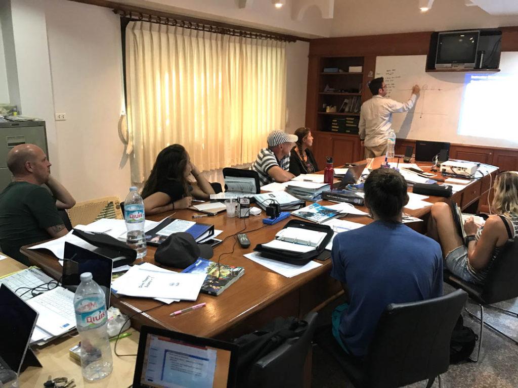idckohtao.com-padi-master-instructor-idc-classroom-with-matt-bolton-on-kohtao